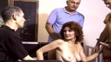 Жена участвует в групповухе с негром