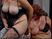 Порно: групповуха со зрелыми дамами